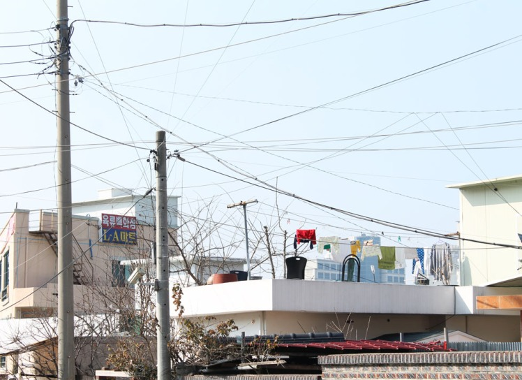 Korea wires and rooftop clothesline small