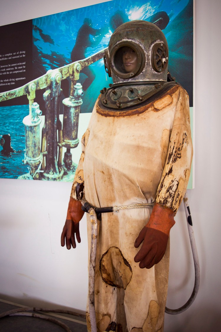 One of the first diving costumes for deep fishing and long-term underwater harvesting.