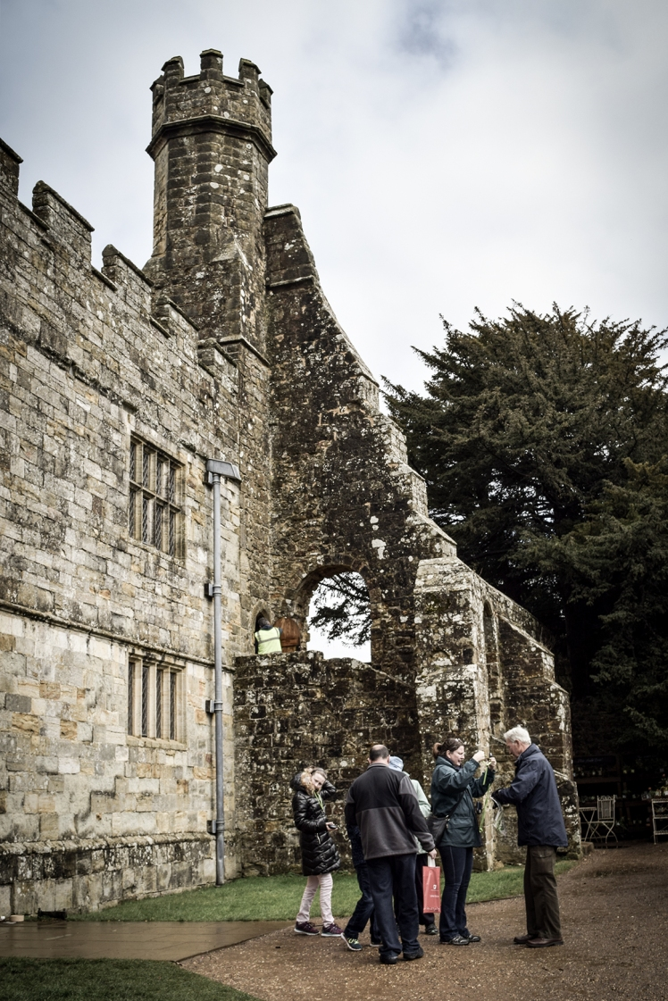 2016 Battle Abbey Tourists outside Walls small