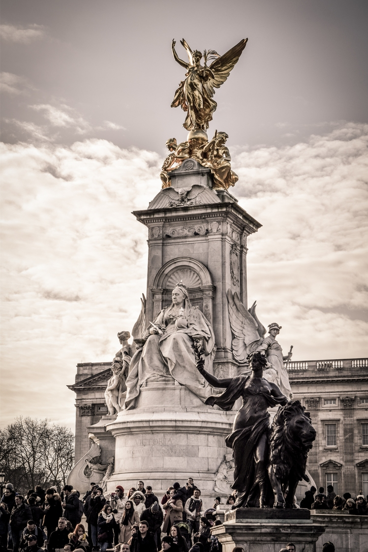 2016 London January Queen Victoria Memorial small